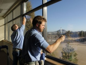 employees-washing-the-windows-at-final-touch-500x379